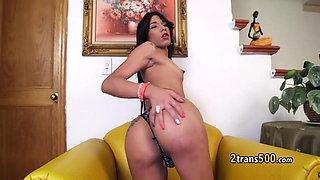 Sexy pantyhose tranny plays solo