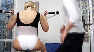 Kinky Kagney Lynn Karter horny at the gym for his erection