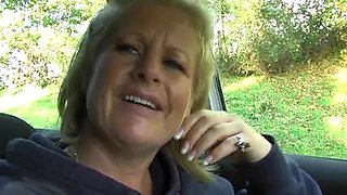 Naughty mature Robyn Ryder spreads her legs in the car to play