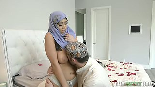 Big ass babe in hijab lets her beloved man worship her killer curves