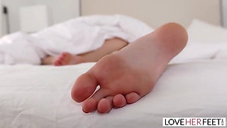 ROLEPLAY - Footjob and a Fuck From Stepmom