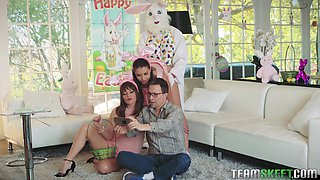 During photo time slutty girl Daphne Dare is fucked doggy style