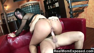 Sultry bitch in fishnet body Simone Peach serves her man like nobody else before