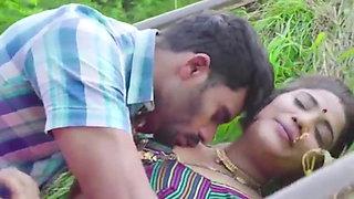 Horny sexy bhabhi has risky outdoor sex