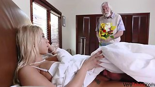 Old dad cant satisfy hot mom&#39s cunt!