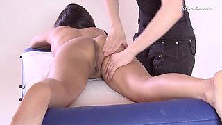 Sexy virgin Asian chick Alga Ruhum, first massage