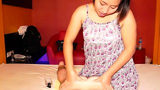 Pretty Thai masseuse chick and her special service