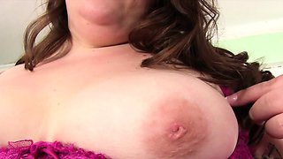 Sexy plumper gets naked and show her juicy tits fat ass and