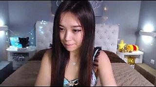 Sweet Japanese webcam model likes to masturbate naked on camera