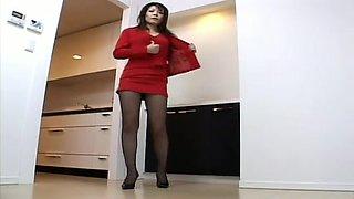 Cute Japanese MILF exposes legs in voyeur upskirt video